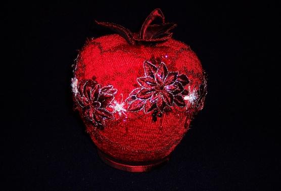 Рождественское яблоко.